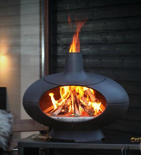 Opzoek naar een terras kachel waar ook gelijk pizza's in kunt maken? De Morso Living Forno Terra is van binnen net zo gevormt als een echte pizza oven.